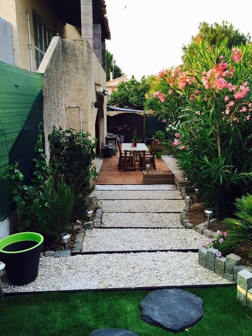 appart 55 m2 rez de jardin avec jacuzzi appartements louer vidauban provence alpes c te d. Black Bedroom Furniture Sets. Home Design Ideas