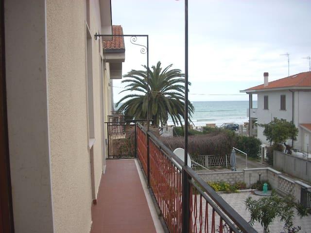 Bonita casa vistas al mar & balcón