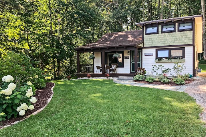 Boyne City Cottage 4.5 Mi to Walloon Lake Village!