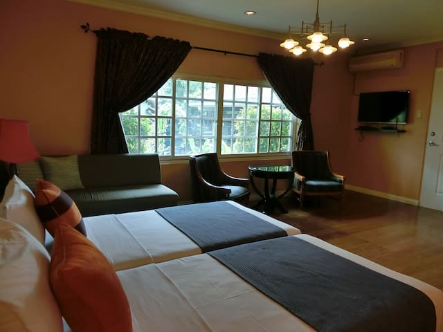 32 sqm space for a King size bed...