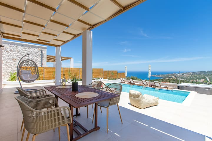 Villa Amarillis, coastal vistas