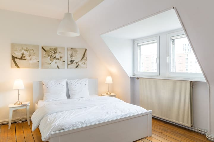 4 rooms, full of light, quiet atmosphere, topfloor