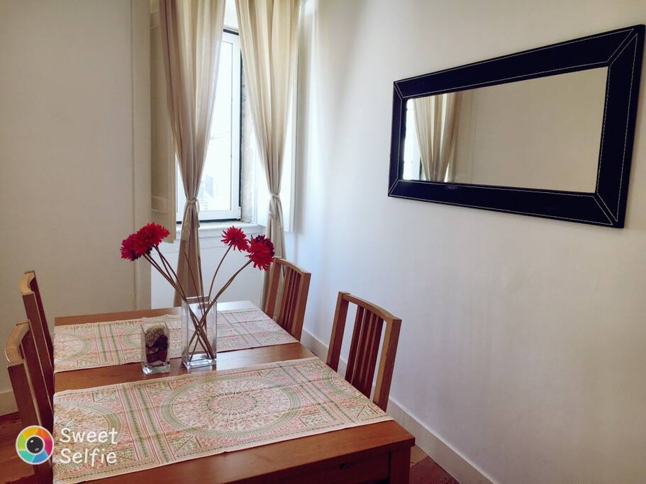 Dining room the table can be enlarged to accommodate 6 people