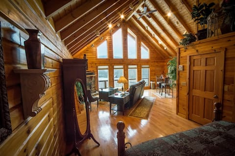 ✧Queen Cabin- hot tub, KING bed- NO CLEANING FEE!