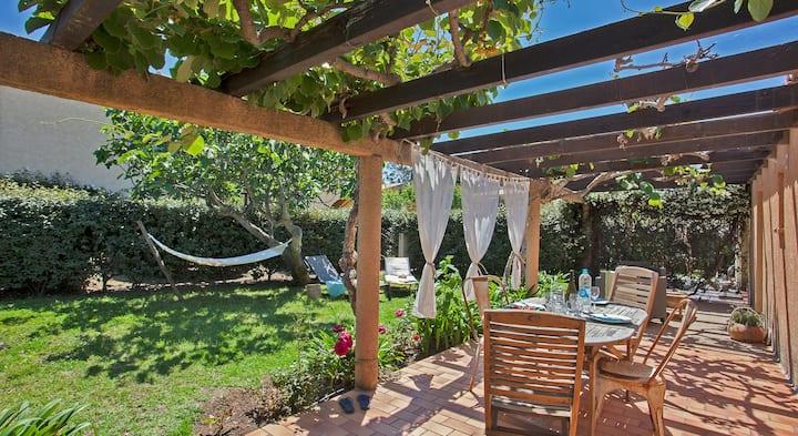 "Minivilla garden ""Kiwi"" for 2 to 4 people, large shaded green private ga..."