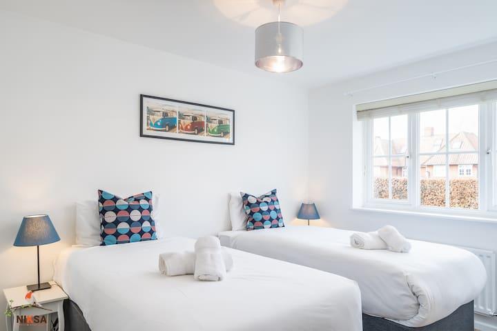 NIKSA Serviced Accommodation Welwyn Garden City - 3 Bedroom House