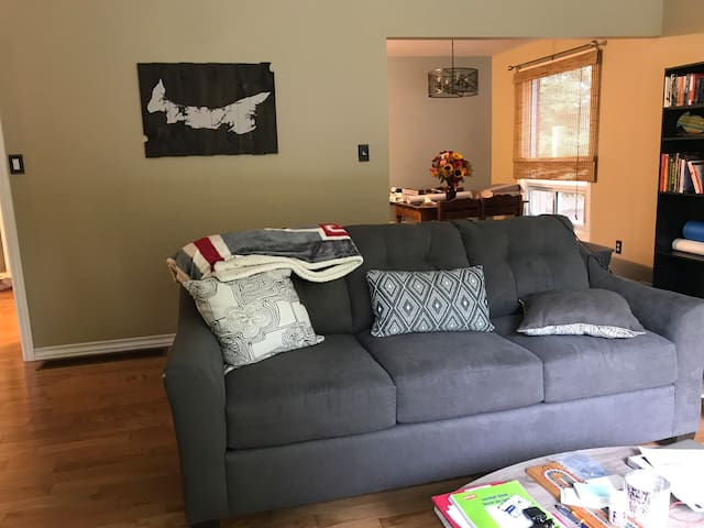 Bungalow in Petawawa - close to base!