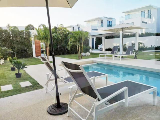 【Villa Pattaya】3 floors, 4 bedrooms, share pool