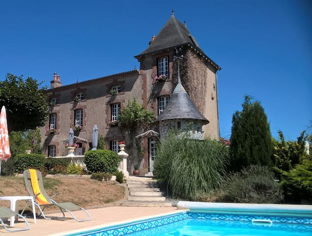 Les Lauriers Bed and Breakfast:     Mouron-Bleu