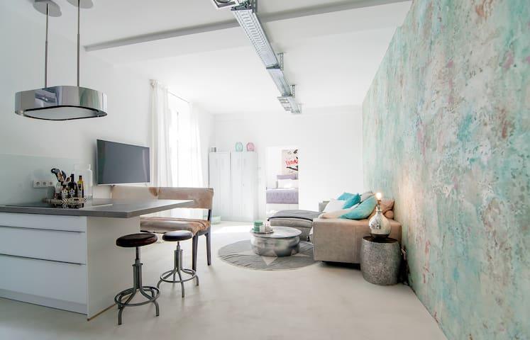 Stylish 2 br loft - quiet & centrally located