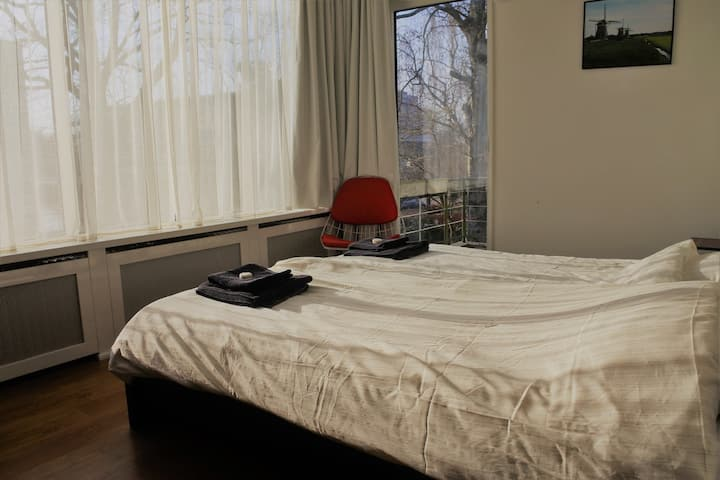 Bedroom with balcony in Villa, close to The Hague