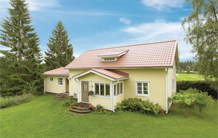 Holiday cottage with 5 bedrooms on 200 m² in Juva