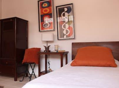 Habitación Madrid- Todomundo Bogotá