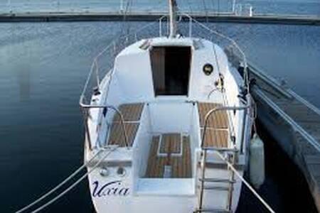 Pequeño velero en puerto de Ciutade - Ciutadella de Menorca - Boat