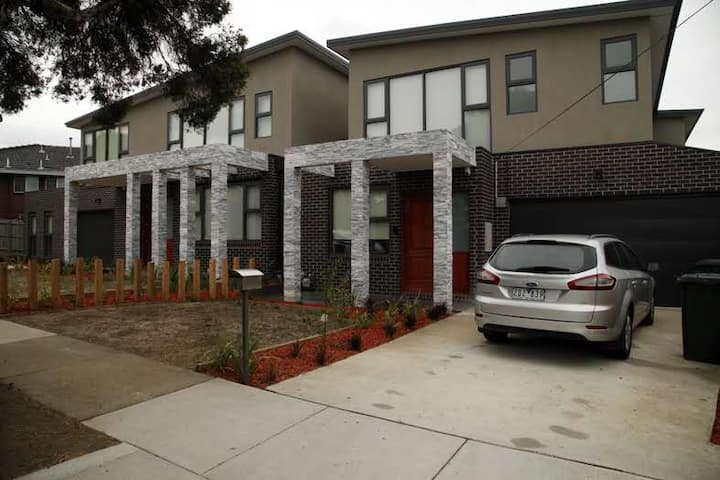 5-Bedroom Brand New Modern House in Glen Waverley