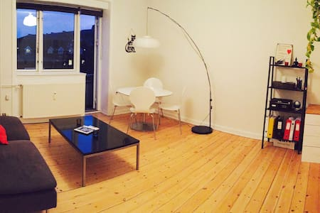 Cozy and bright 2 BR apartment perfectly located. - Kopenhag