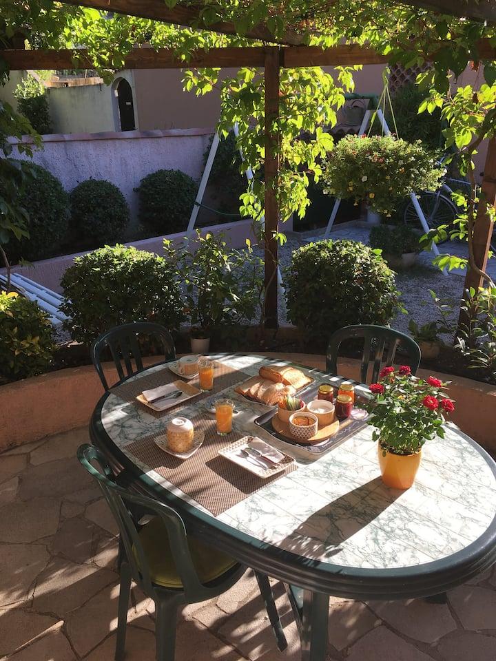 chambre et petit déjeuner dans maison ,Aix