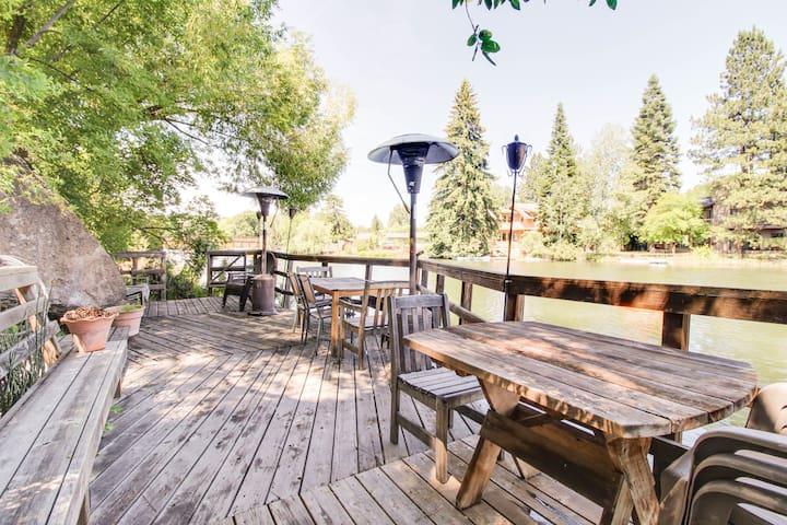 Riverfront Cottage Retreat!