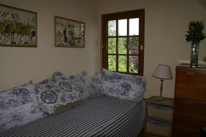 Cottage bedroom. Two single beds.