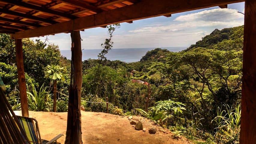 Casa Avarandada com Vista e Cachoeira