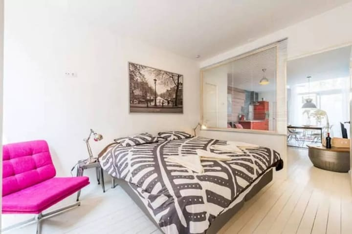 Right in the heart of the Jordaan a full 1 bedroom - Amsterdam - Appartement