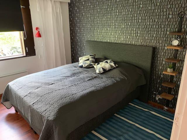 Makuuhuone 4. 160cm leveä jenkkisänky