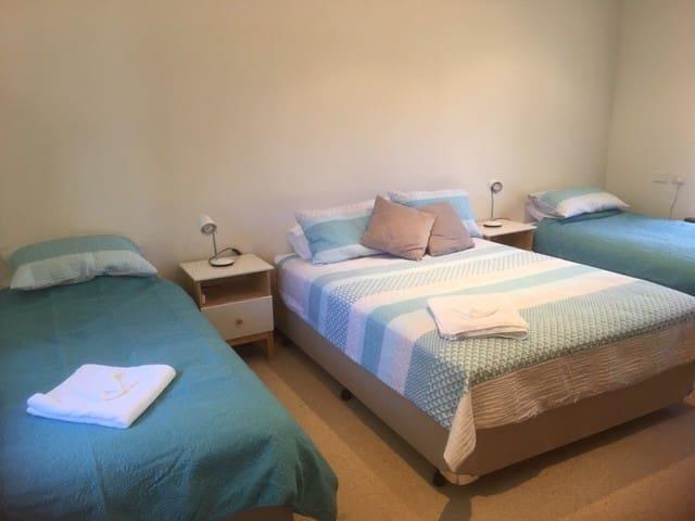 Bedroom 4 (2xKS beds and 1 x Queen bed)