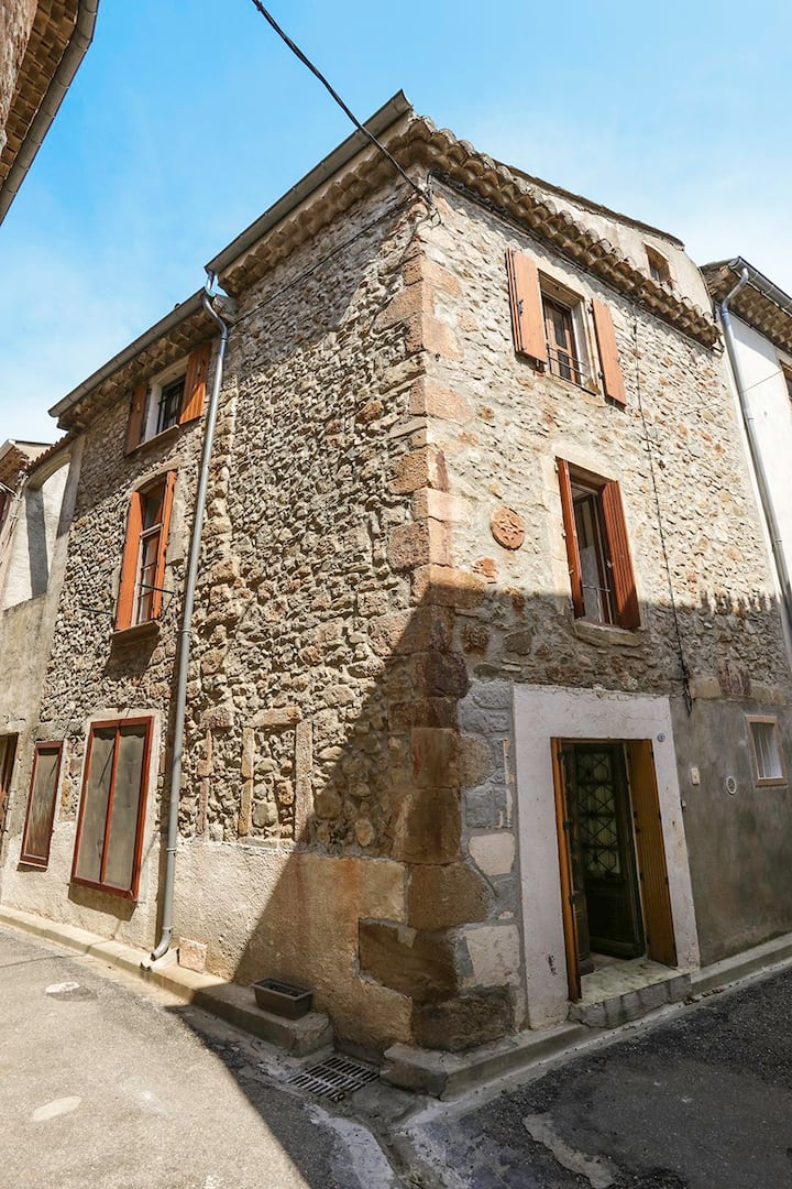 Delightful, centrally located house Saint-Chinian