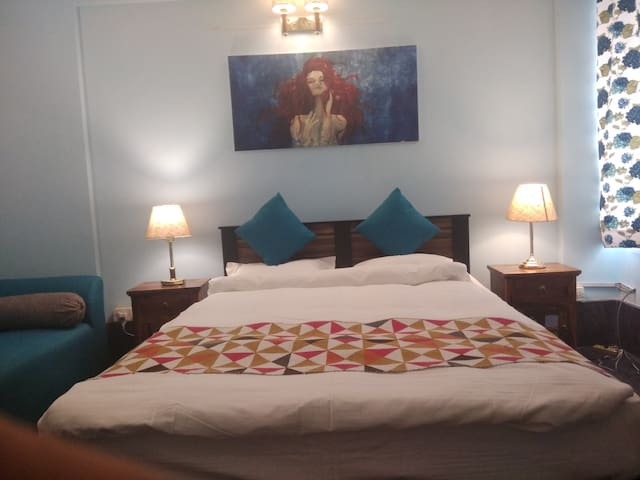 Luxury Double Bed Room@Connaught Place