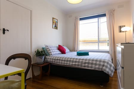 Cosy Room With Own Bathroom - Chadstone