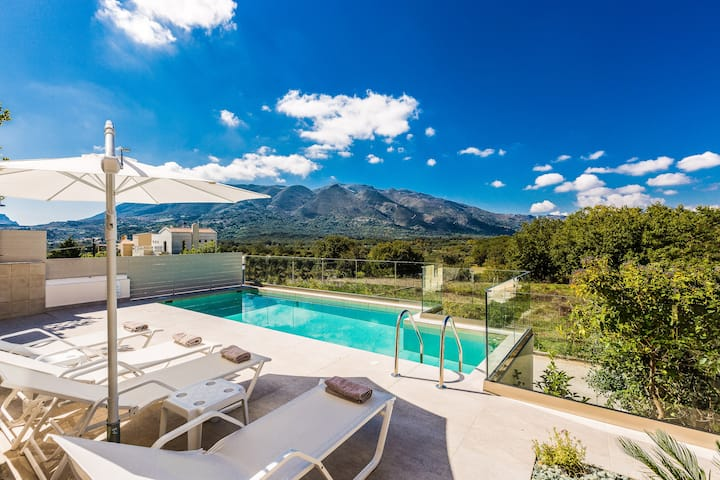 Villa Elesia, with easy access to southern beaches