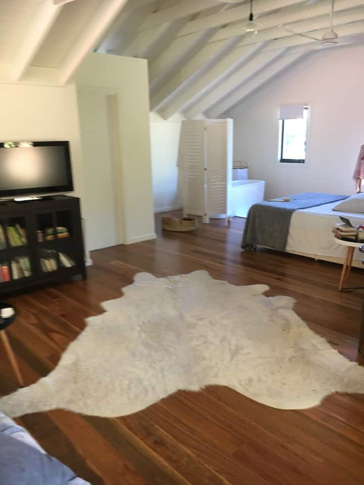 The Studio; entire, romantic space all on your own