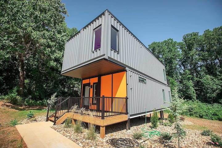 SHIPPING CONTAINER HOUSE-up to 6 relax in luxury!