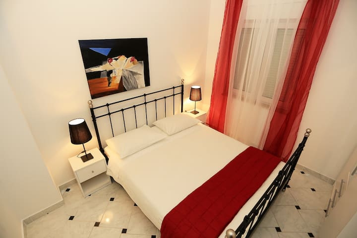 Top Location Villa Sonja Black&White Apartment