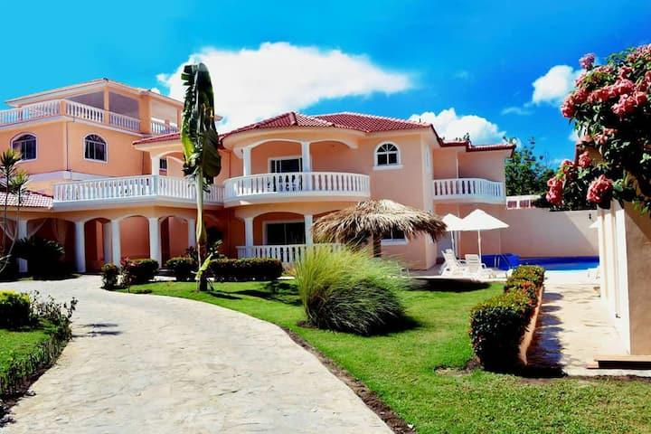 Huge 6 bedrooms villa perfect for parties