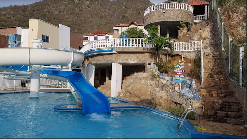 Condominio Jardines de Villa Roca 25A