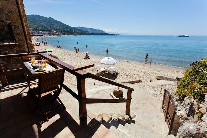 Nido al Mare (direct access to the beach)