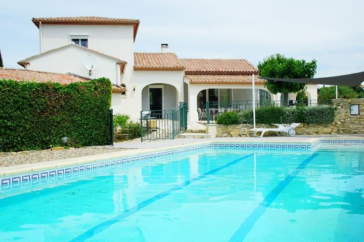 Belle villa au calme avec piscine