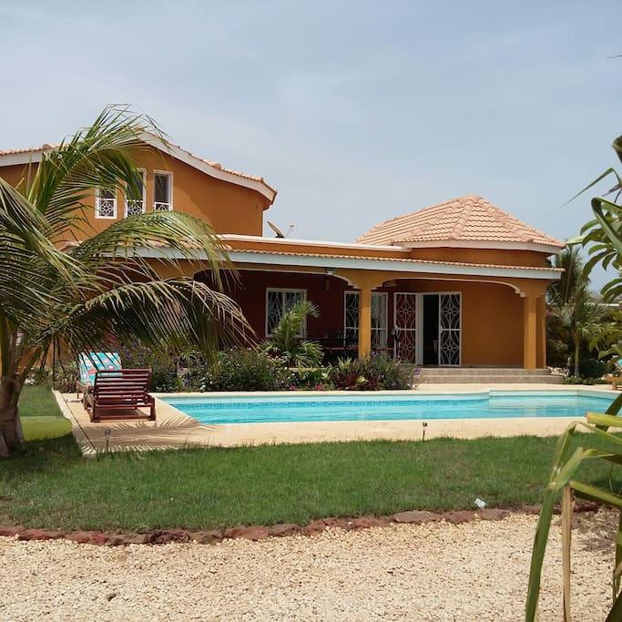 Ngaparou s n gal villa piscine 4 chambres villas louer for Reglement interieur immeuble