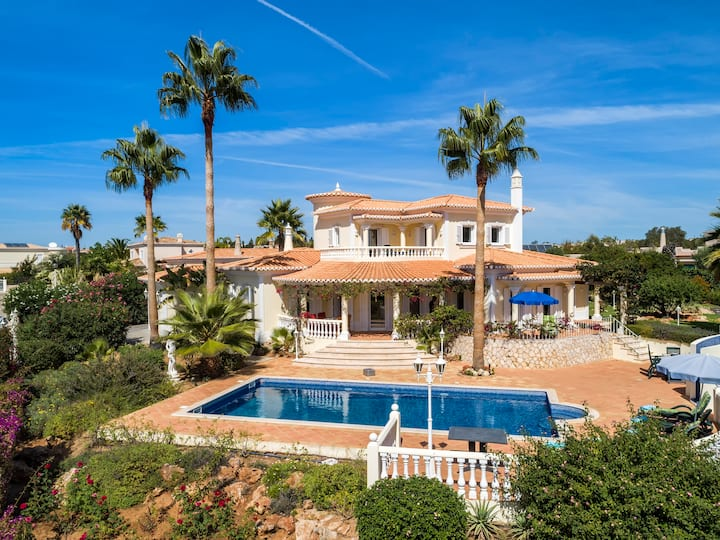 Beautiful villa near Carvoeiro with sea views