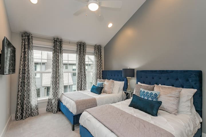 Double Full Bedroom with attached Full Bathroom ★ Welcome to the Melrose Place Nashville! ★ 3 Master Suites ★ 4 Full Bathrooms ★ Outdoor Deck ★ Walking Distance to Melrose/8th Ave and 12South!