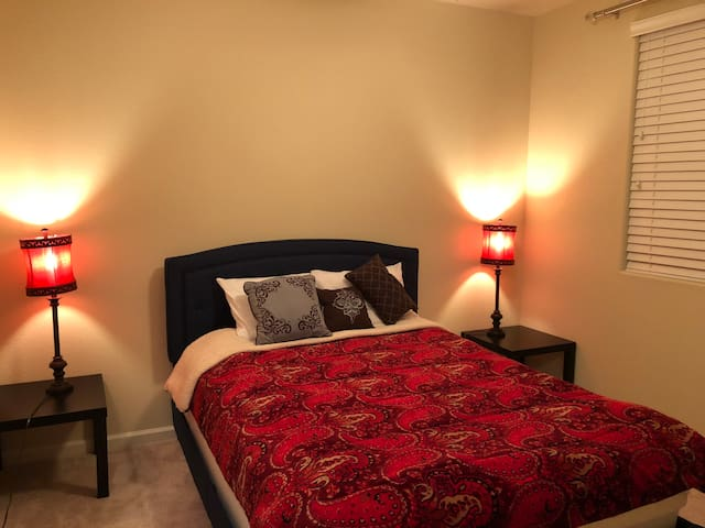 Clean Bed&Bath&View! ONLY 3miles to Downtown Reno!
