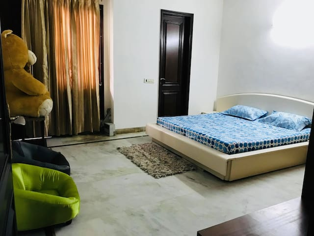 Spacious Airy Apartment 4 mins from METRO STATION