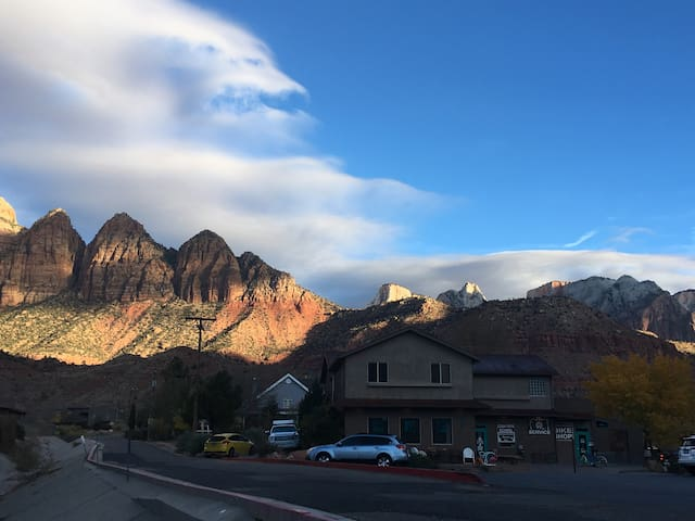 Aloha Suites Zion #4, Private mountain views!