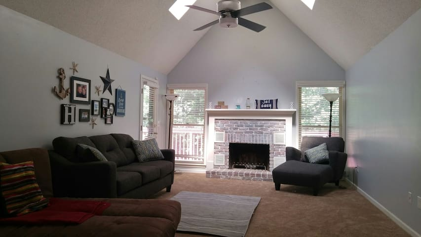 Spacious & Comfortable Home in KC - Kansas City - Dom