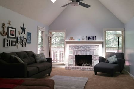 Spacious & Comfortable Home in KC - Kansas City - Casa