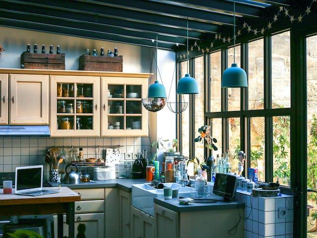 Notre cuisine-atelier sur jardin