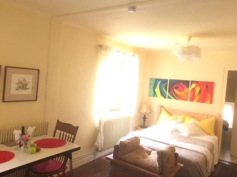 Studio is fully equipped with linens towels shampoo, toiletries as well as wifi French English tv, radio dicking station for iPhone, nespresso machine plus a kitchenette with all you need.