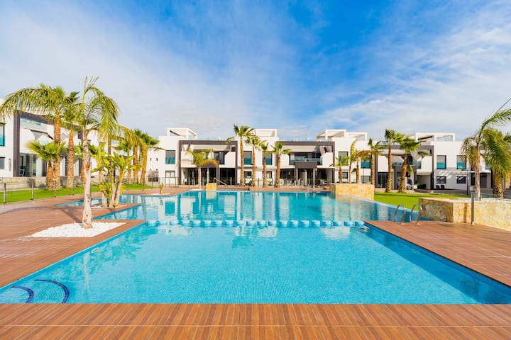 ID 30 For rent a modern bungalow in a complex with swimming pool and large territory!