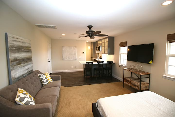 Private Casita in beautiful gated commu- San Diego